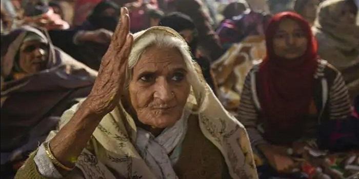 किसानों के आंदोलन में शामिल होने सिंघु बॉर्डर पहुंची शाहीन बाग की दादी बिल्किस बानो « Daily Bihar